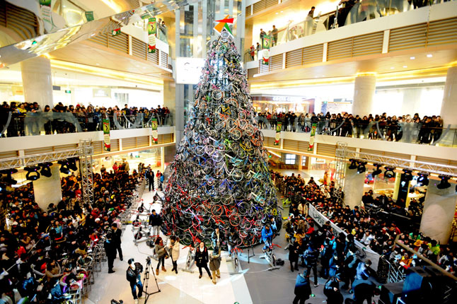 a shopping mall in shenyang china has an incredible 39 foot christmas tree made up of 230 bicycles hundreds of people flocked to the mall to see the